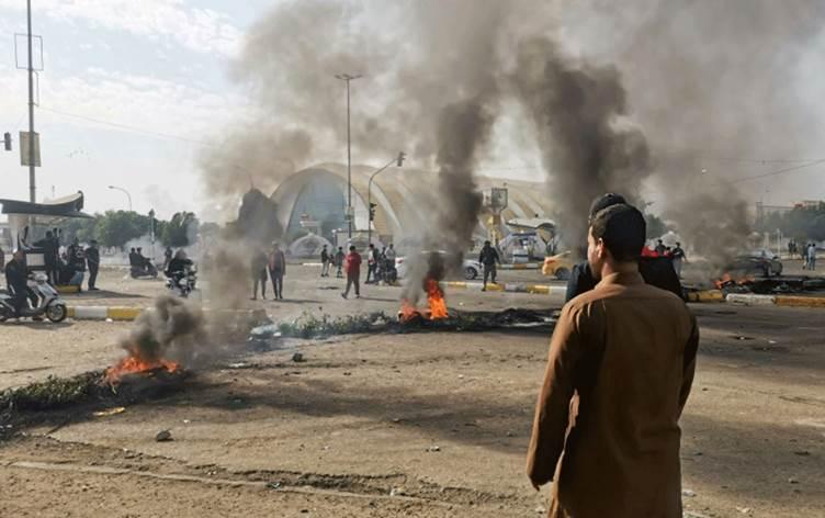 مصرع ستة متظاهرين في جنوب العراق وسط تصاعد حدة العصيان المدني