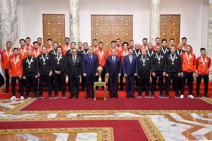 رئيس الجمهورية يكرم المنتخب الأوليمبي والكاراتية والإسكواش والباراليمبي لتحقيقهم بطولات عالمية بقصر الإتحادية اليوم