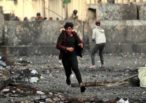 مقتل 25 وإصابة 130 عراقي في هجمات من مسلحون مجهولون على المتظاهرين ببغداد
