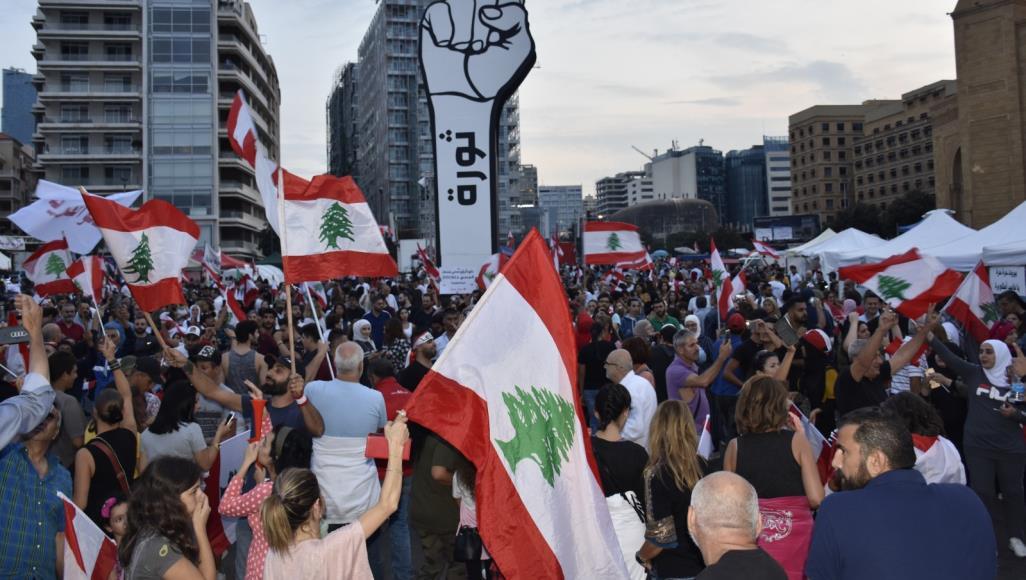 احتجاجات لبنانية تقوم بالمطالبة بمحاسبة الفاسدين والإسراع في تشكيل الحكومة