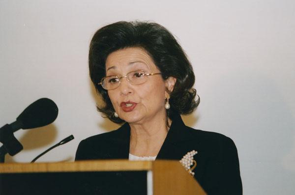 نفي شائعات موت سوزان مبارك وتحسن حالتها الصحية