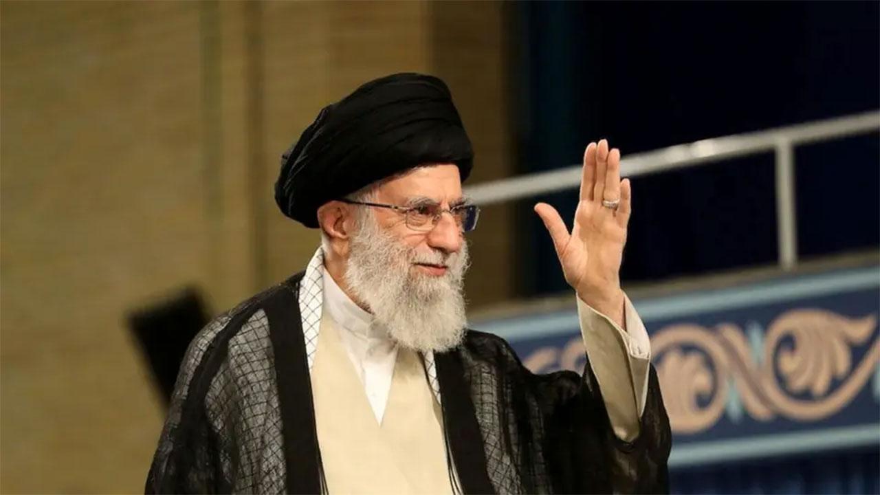 المعارضة في إيران تطالب خامنئى بالرحيل