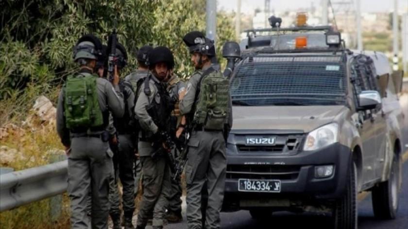 مواطنون في شمال الضفة الغربية يصيبون جندي إسرائيلي
