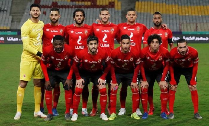 الكابتن حسام البدري يتابع مباراة الاتحاد السكندري مع فريق بيراميدز من مدينه الإسكندرية مع جهازه الفني.