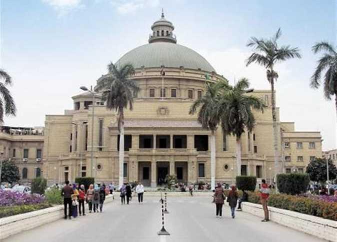 وقف أستاذة جامعية بكلية إعلام جامعة القاهرة وتعرضهم للمساءلة القانونية