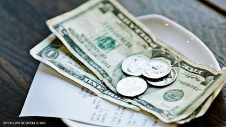 عشرة آلاف دولار بقشيش يقدمهم شخص ثري للعاملين في مطعم في فلوريدا قبل غلقه بسبب الأحداث الراهنة