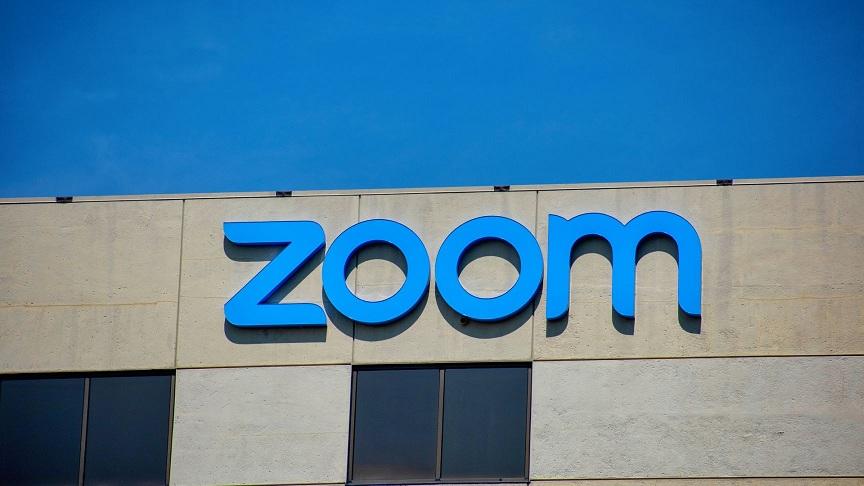 تطبيق zoom يكشف بيانات مستخدمي مواقع التواصل الاجتماعي سرا