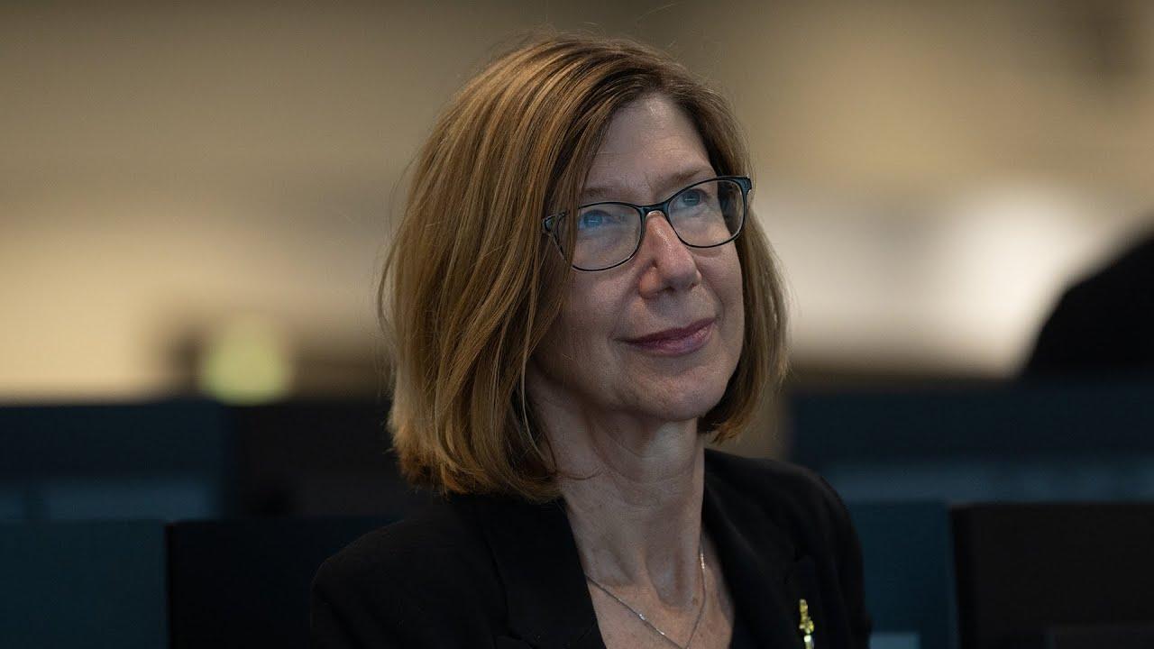 تنصيب كاثى ليدرز كأول مديرة لرحلات الفضاء