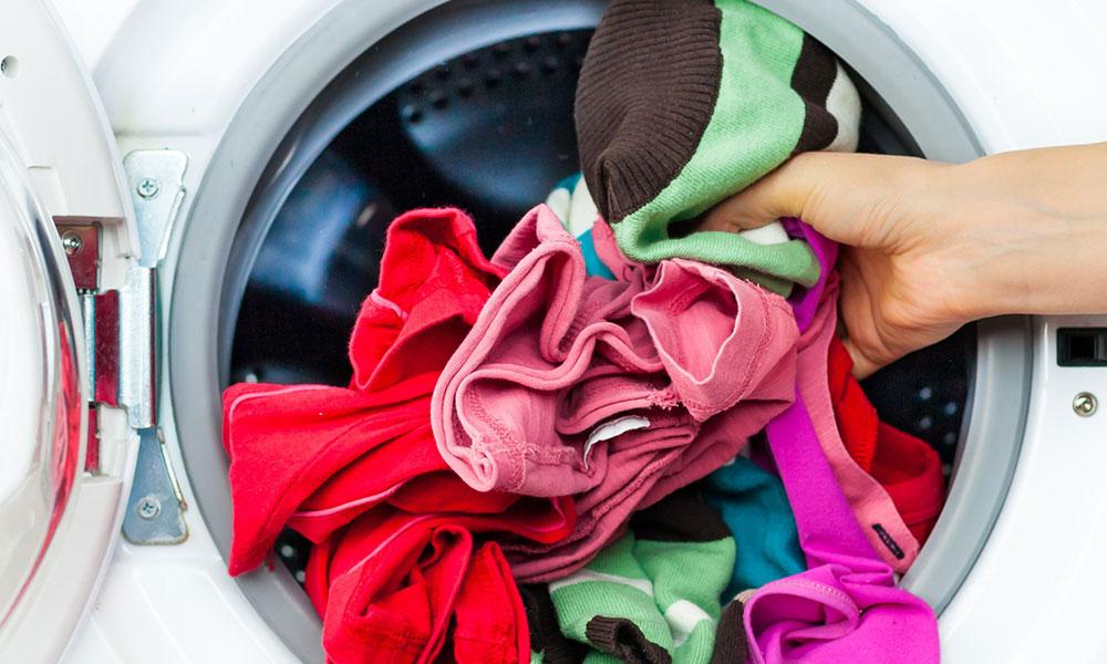 رؤية غسل الثياب في الحلم وتفسيرها