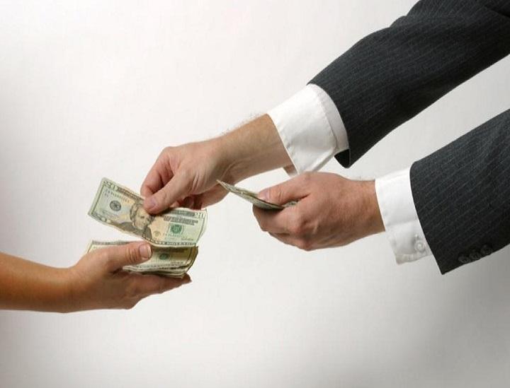 رأي ابن سيرين في تفسير رؤية أخذ مال من شخص غير معروف