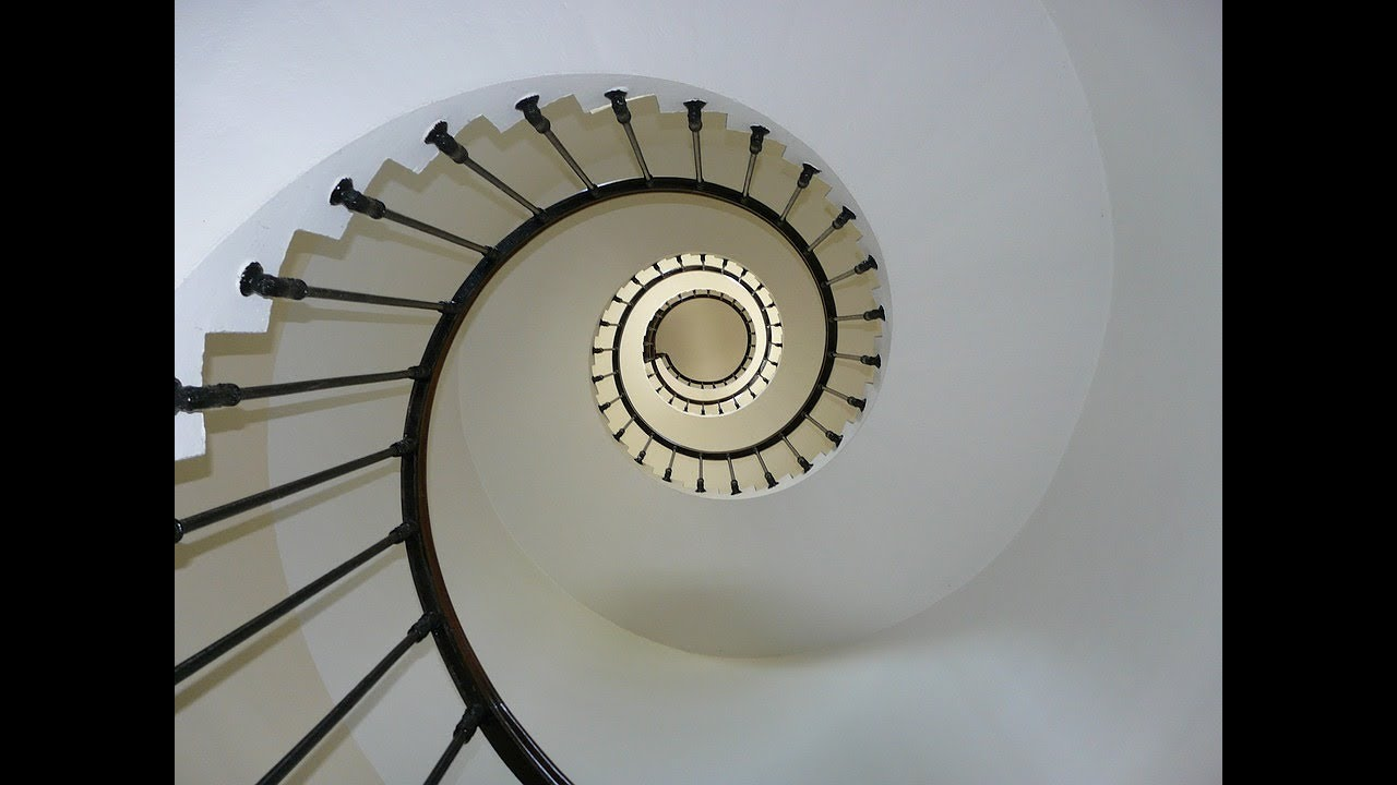 تفسير حلم نزول الدرج في المنام