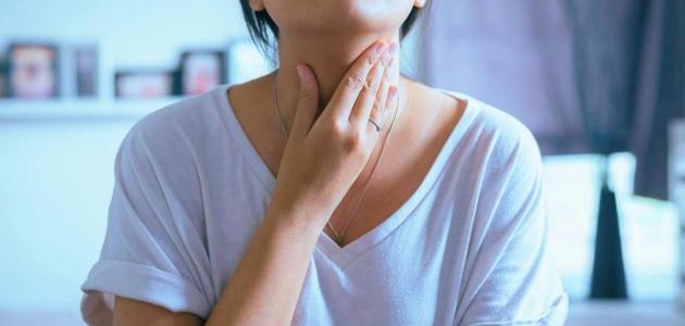 أسباب التهاب البلعوم وأعراضه وعوامل الخطر الناتجة عنه