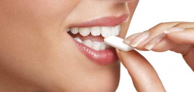 عشر فوائد للعلكة الخالية من السكر لم تكن تعلمها سابقا للجسم والأسنان