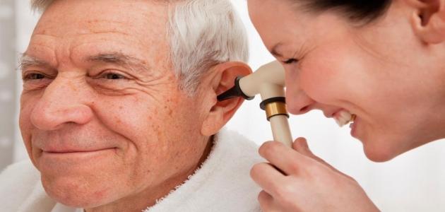 كيف يمكن تشخيص وعلاج ضعف السمع وما هي أعراضه