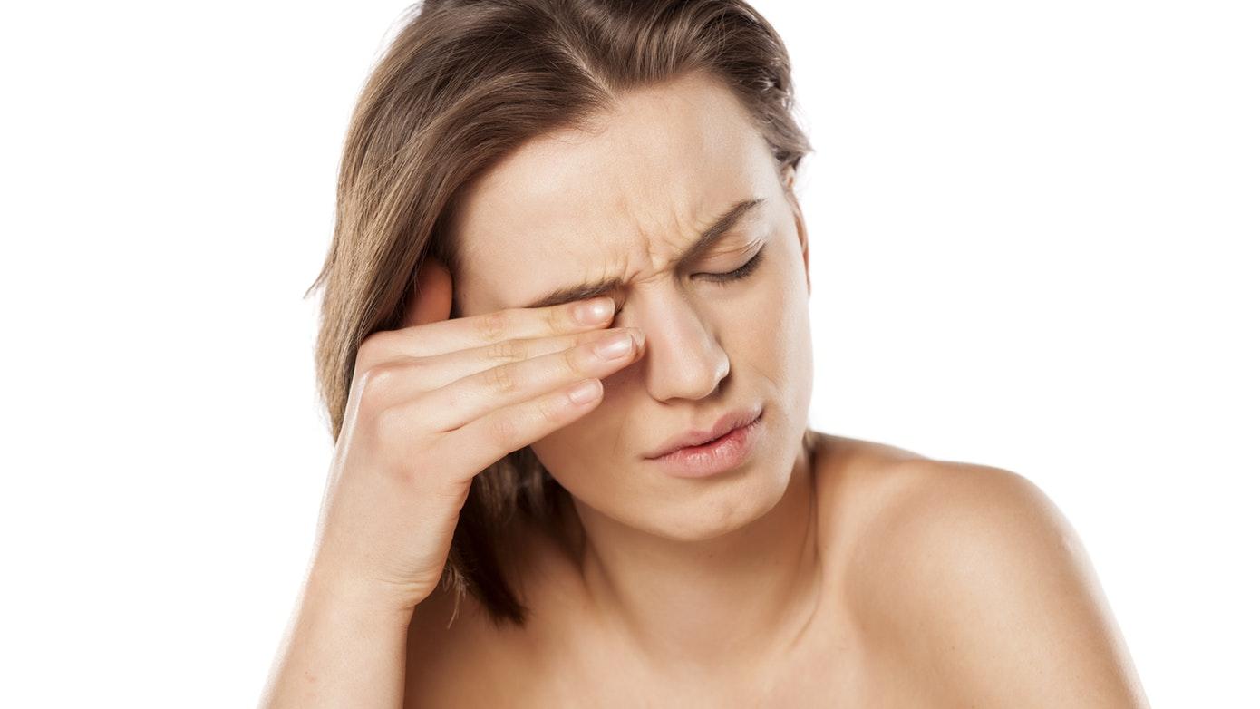 صداع العين اليسرى وأسبابه وطرق علاجه
